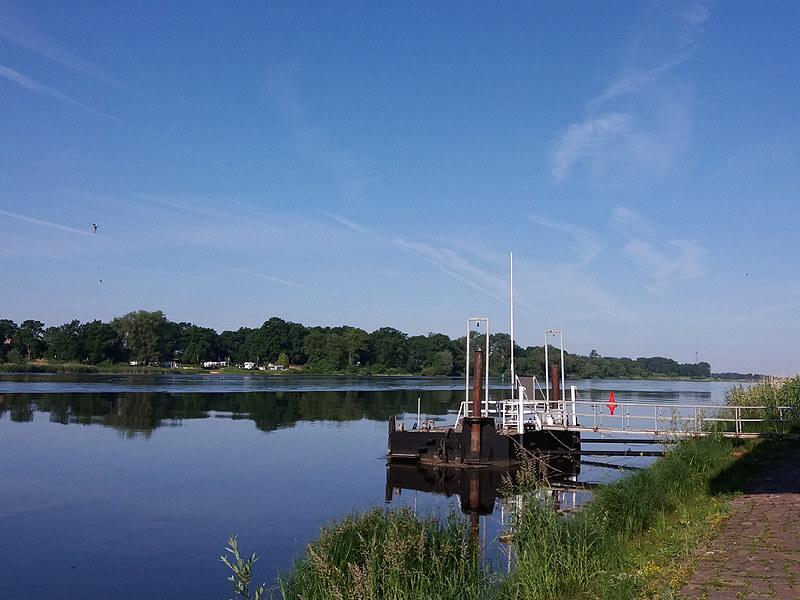 Die Elbe ruhig wie ein See