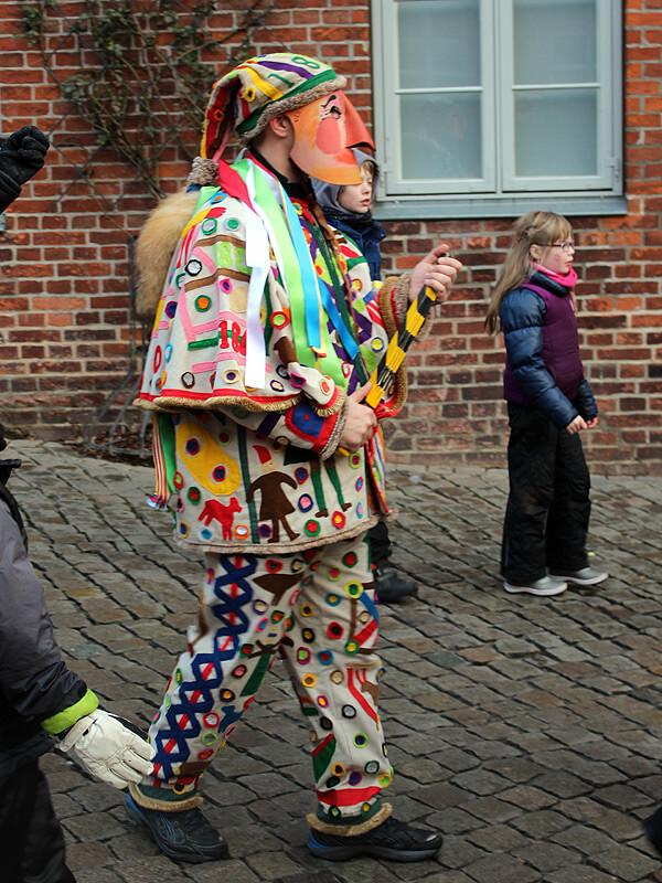 Die Lustige Person und Kinder bei der Schipperhöge in Lauenburg