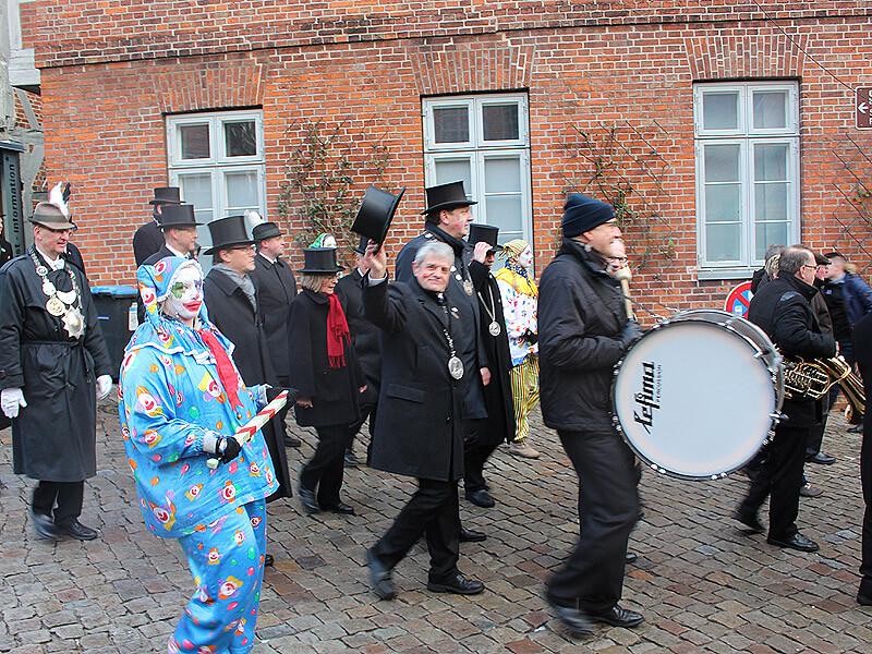 Clown und Ältermänner bei der Schipperhöge in Lauenburg