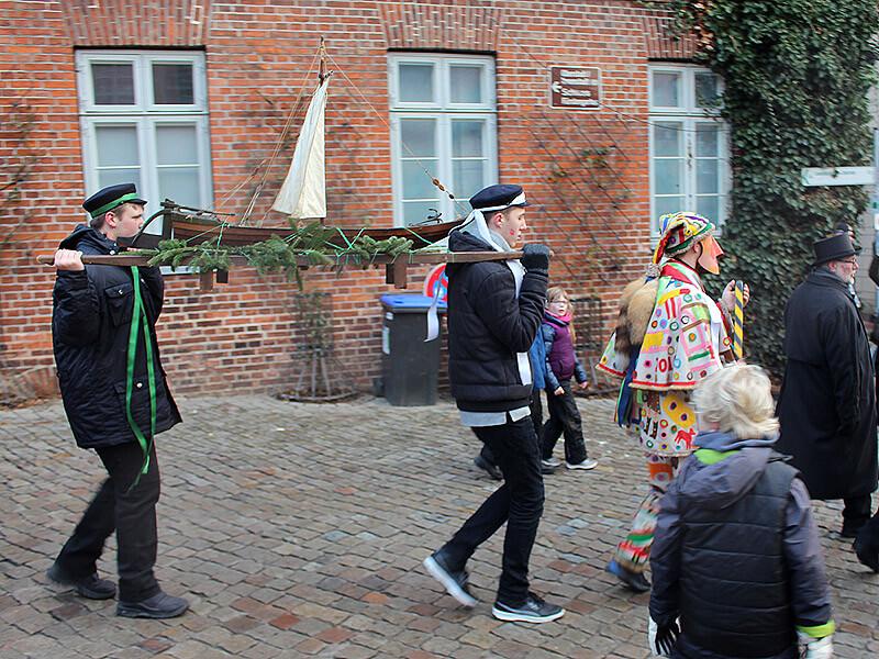 Die Lade und die Lustige Person bei der Schipperhöge in Lauenburg