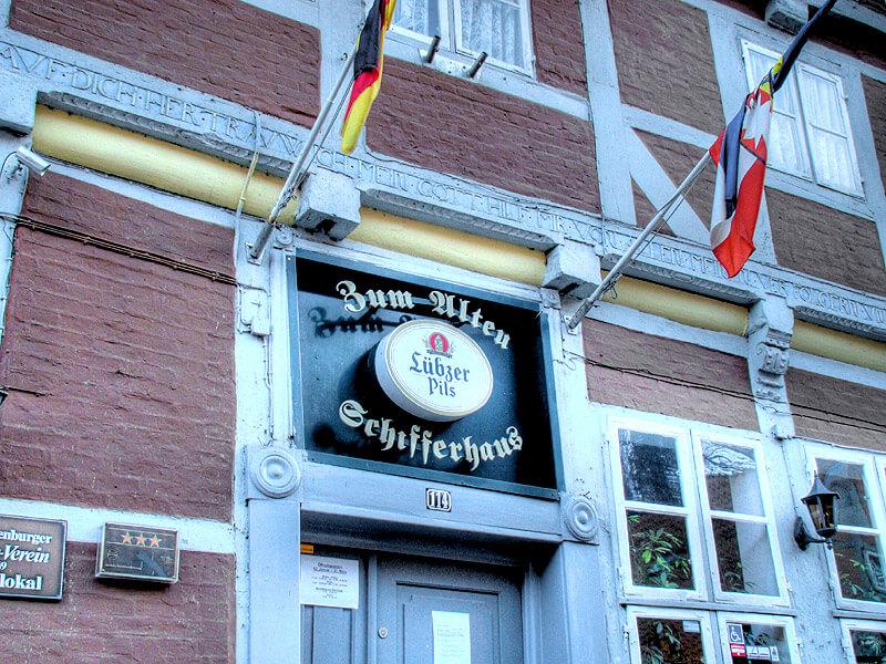 Eingang Zum Akten Schifferhaus