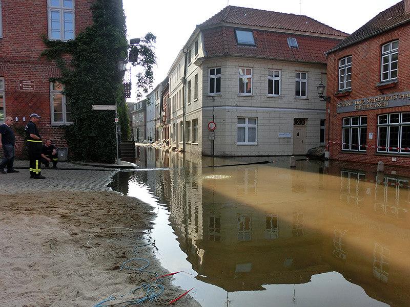 Der Alte Markt beim Hochwasser 2013 in Lauenburg