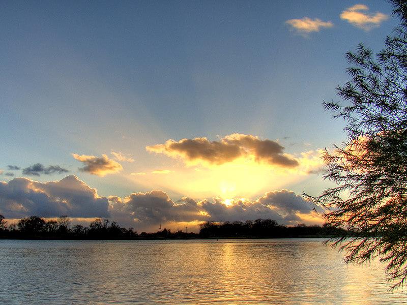 Sonnenuntergang über der Elbe in Lauenburg