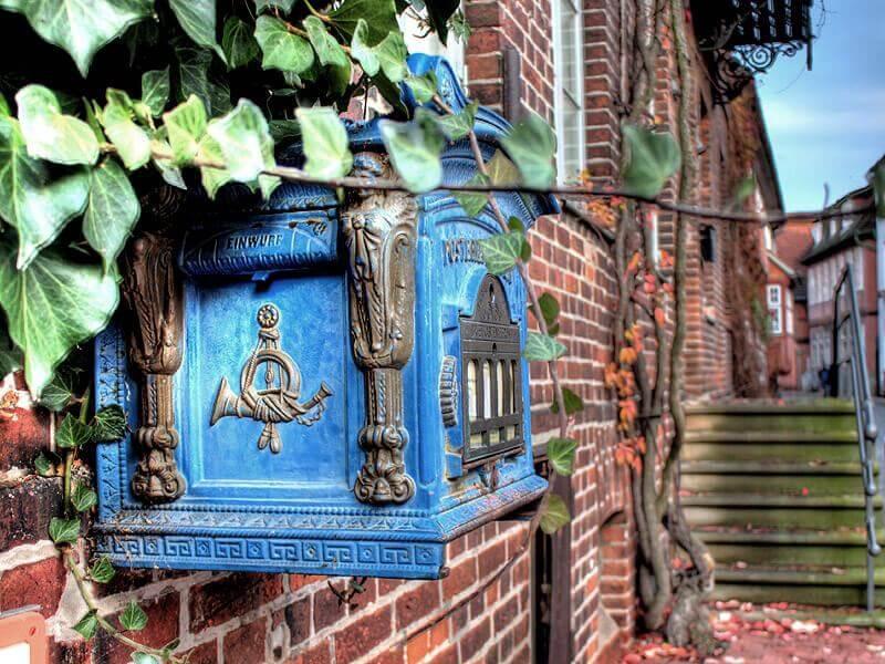 Historischer Briefkasten in der Altstadt von Lauenburg