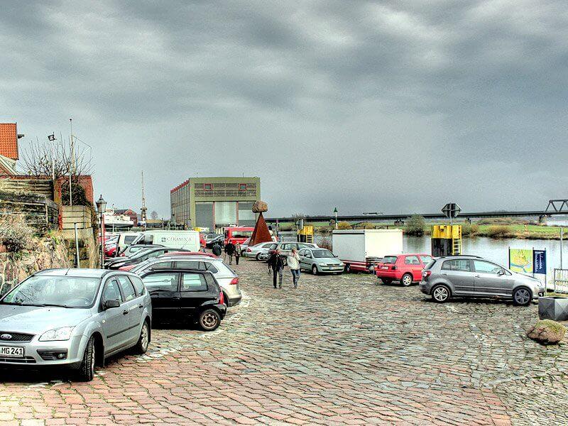 Parkplatz am Lösch- und Ladeplatz in der Altstadt von Lauenburg