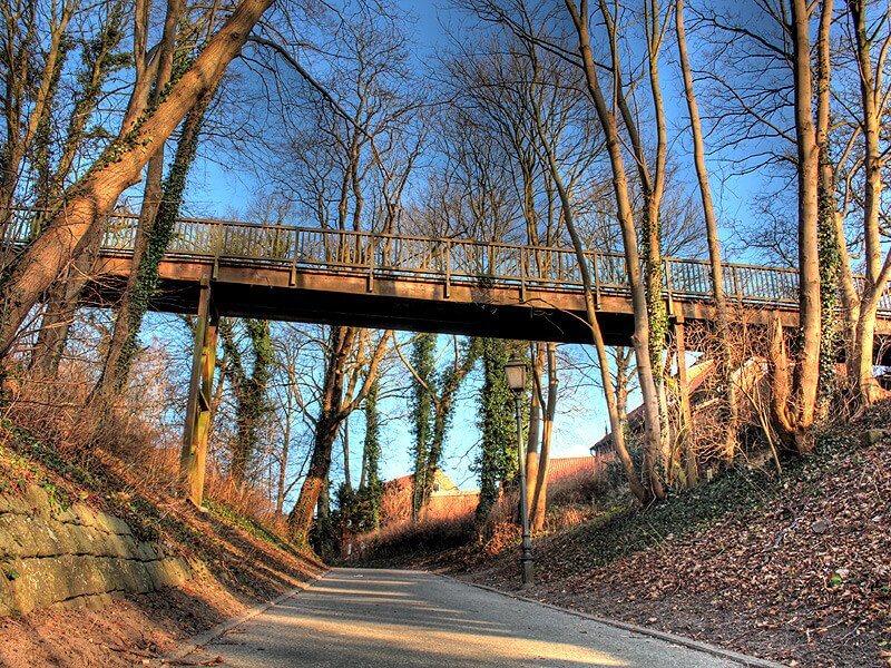 Brücke zwischen Fürstengarten und Schloss in der Altstadt von Lauenburg
