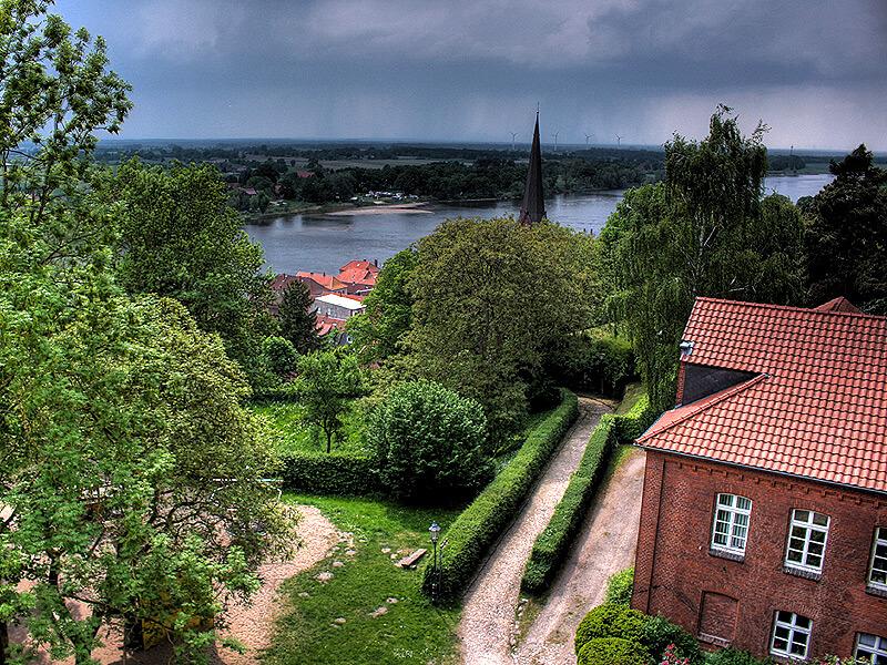 Blick vom Lauenburger Schlossturm auf die Elbe