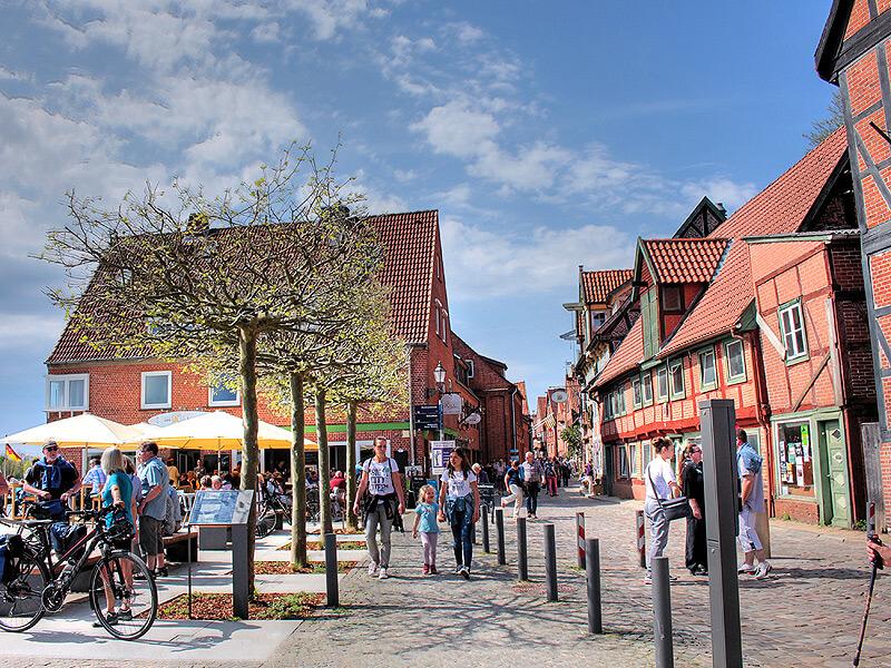 Der Ruferplatz in der Altstadt von Lauenburg im Sommer