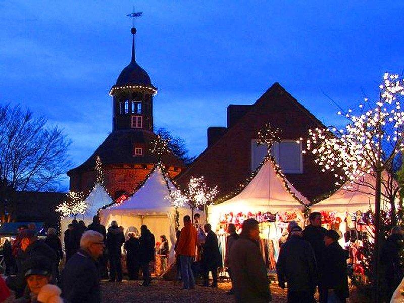 Weihnachtsmarkt am Schloss in Lauenburg