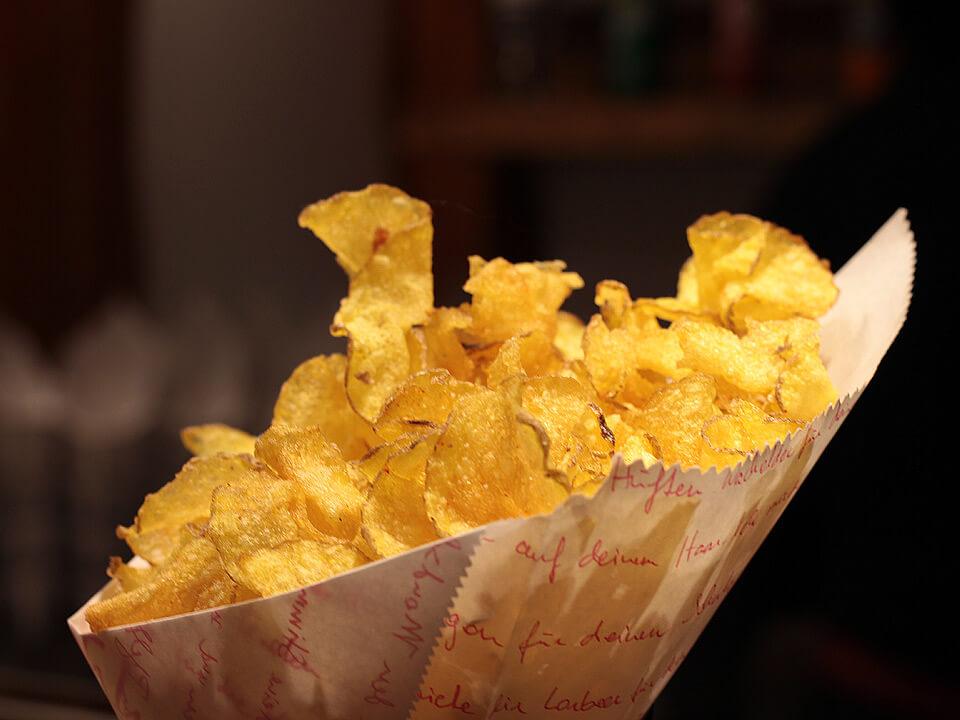 Frische Chips auf dem Weihnachtsmarkt in Lauenburg
