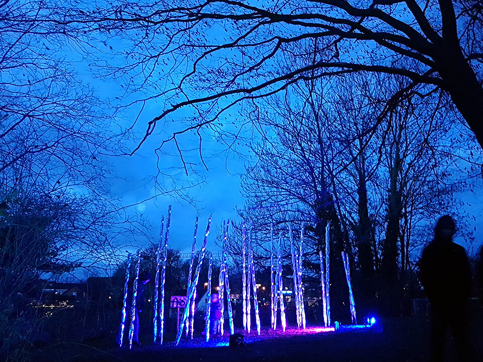Stimmungsvolle Beleuchtung auf dem Weihnachtsmarkt in Lauenburg