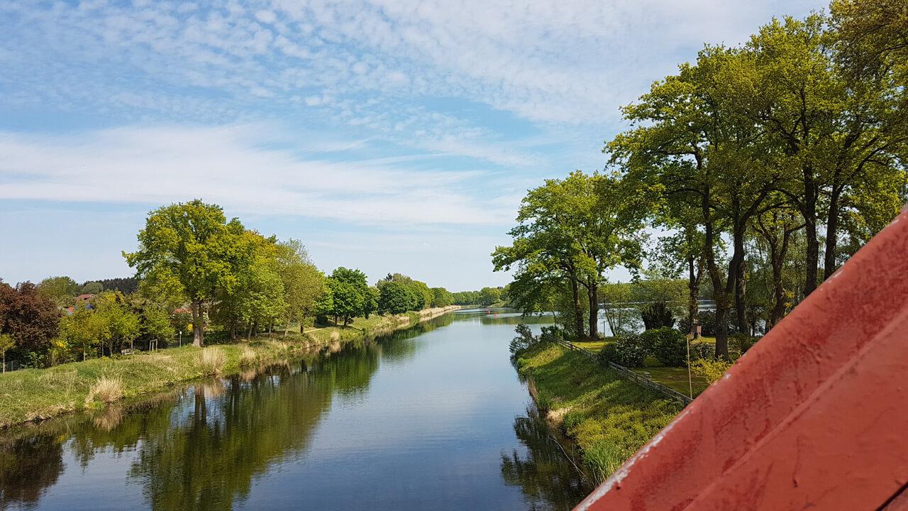 Blick von der Brücke über den Elbe-Lübeck-Kanal in Lanze