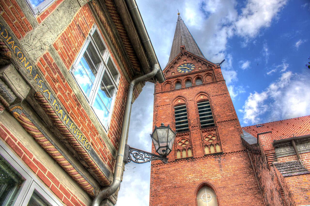 Maria-Magdalenen-Kirche und Elbschifffahrtsmuseum