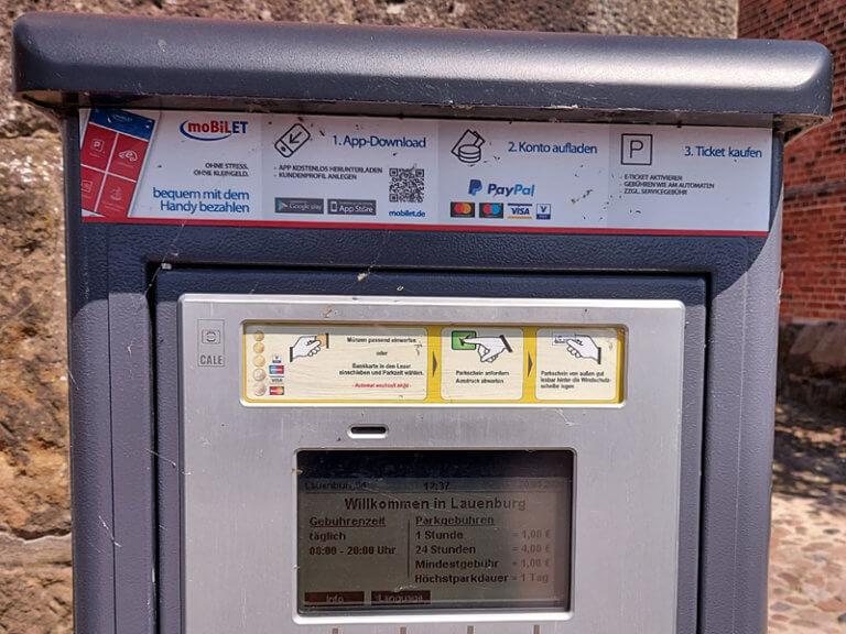 Parkautomat in der Altstadt von Lauenburg