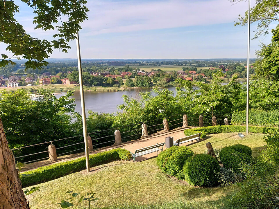 Blick vom Schloss auf die Elbe
