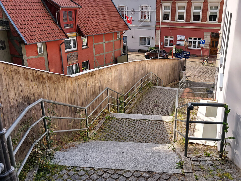 Das Ende der Fährtreppe in der Altstadt von Lauenburg