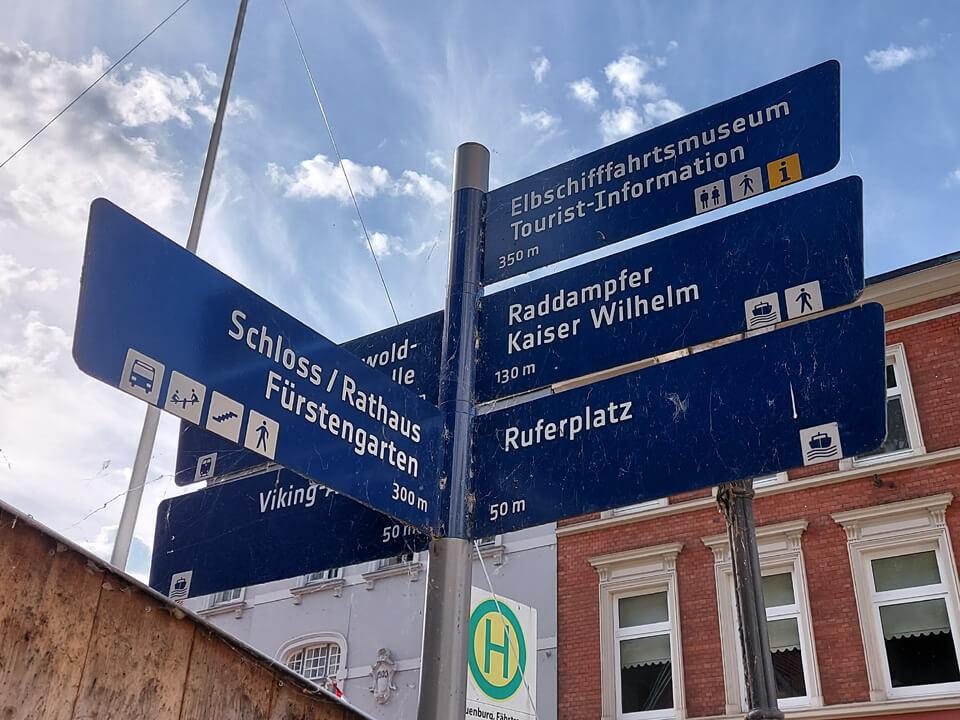Hinweisschilder für Touristen