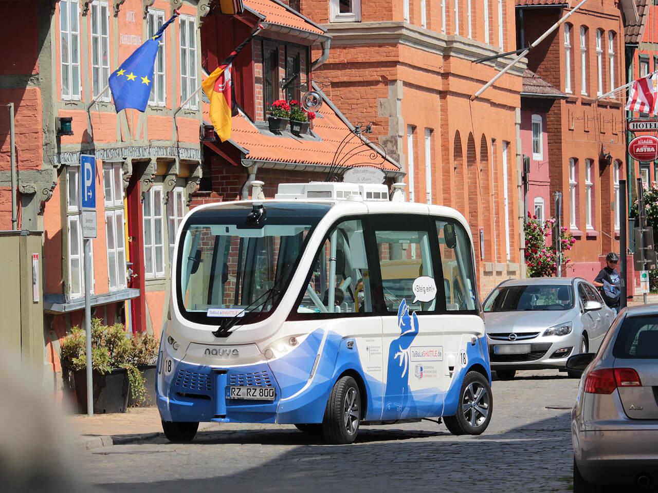 Der fahrerlose Bus fährt maximal 18 km/h