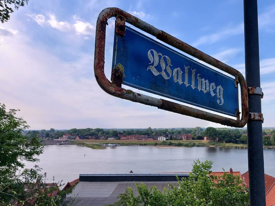 Wallweg zum Lauenburger Schloss