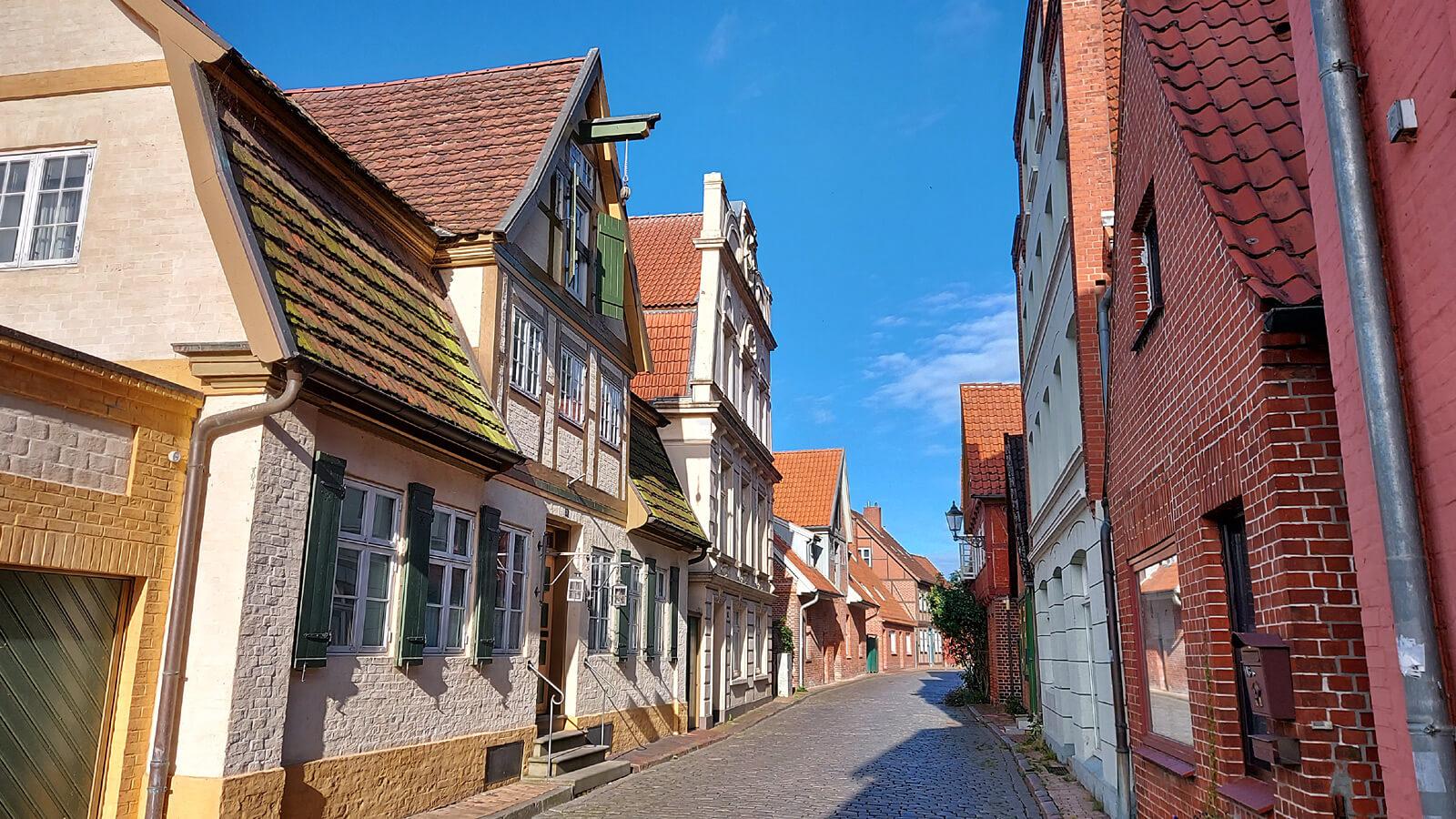 Blick in die Elbstraße in der Altstadt von Lauenburg